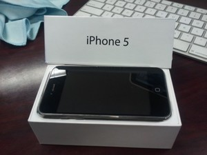 Unlocked Apple iPhone 5 32gb and Samsung Galaxy s4